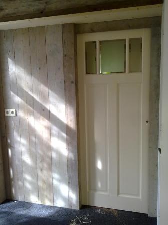 Schuifdeuren steigerhout woonkamer - Idee van zolderruimte ...